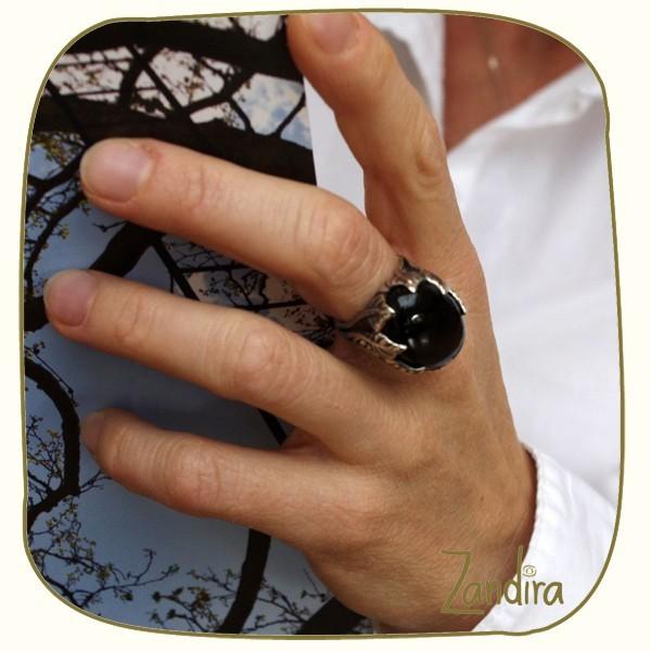 Joli onyx noir monté sur argent en forme de feuille